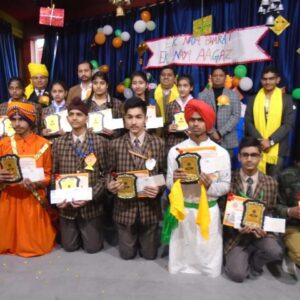 CHEQUE AND PRIZE HOLDERS STUDENTS